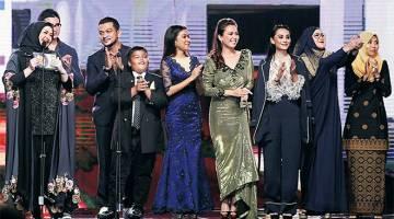 MENANG BESAR: Drama Akasia '7 Hari Mencintaiku' terbitan Pena Creative mencatat kemenangan besar di malam Anugerah Drama Festival Kuala Lumpur 2017 (DFKL 2017) baru-baru ini.
