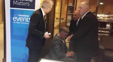 BANTAHAN: Seorang lelaki ditahan oleh pengawal keselamatan selepas menyerang Joyce yang sedang berucap di sebuah hotel di Perth, Australia Barat semalam. — Gambar Reuters
