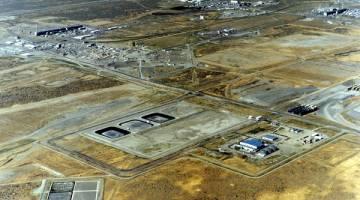 TERJEJAS: Kawasan 200 tapak nuklear Hanford Site dalam gambar yang dirakam dari udara pada 1995. — Gambar Reuters