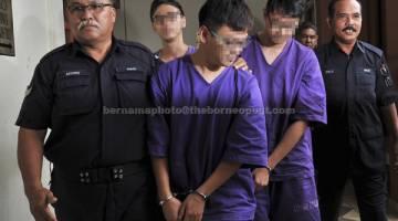TIPU: Tiga lelaki disyaki terlibat dalam penipuan skim pelaburan JJ Poor to Rich (JJPTR) termasuk dalangnya direman dua hari Mahkamah Majistret Taiping dekat Taiping, semalam. — Gambar Bernama