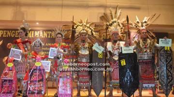 JELITA DAN TAMPAN: Tiga pemenang teratas Kumang dan Keling Gawai Dayak Sibu pada Majlis Pra Gawai Dayak Sibu 2017.