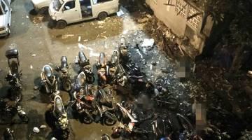 TERORIS: Gambar rakaman Antara Foto menunjukkan mayat bergelimpangan di tempat kejadian di terminal Kampung Melayu, Jawa Timur kelmarin. — Gambar Reuters