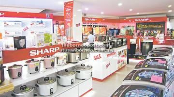 PROMOSI DUA HARI: Pelbagai produk Sharp dipamerkan di Kedai Konsep Sharp di Desa Indah 3 Bandar Baru Permyjaya, Miri.