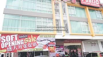 CAWANGAN PERTAMA: Prapembukaan cawangan pertama di Kuching dan ketujuh di Sarawak.
