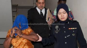 DERA: V. Tanawali (kiri) diiringi oleh pegawai polis dan peguam belanya Datuk Suraj Sing (dua, kiri) dihadapkan di Mahkamah Sesyen, Petaling Jaya, semalam. — Gambar Bernama