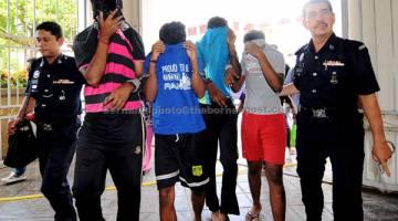 DIBICARAKAN: Empat remaja termasuk pelajar tingkatan empat dan tingkatan lima dihadapkan ke Mahkamah Majistret George Town atas tuduhan membunuh mangsa buli T.Nhaveen pada 9 Jun lepas. — Gambar Bernama