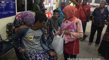 SYUKUR: Keluarga mangsa gembira berjumpa dengan mangsa di Hospital Kudat.