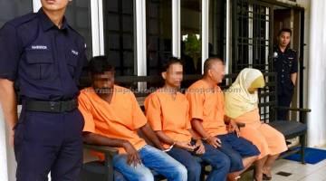 DIREMAN: Ibu dan abang kepada kanak-kanak perempuan berusia dua tahun yang ditemukan mati di bilik sewa di Jalan Ros, Segamat direman selama tujuh hari bermula semalam. — Gambar Bernama