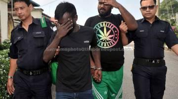 DIBICARAKAN: B.Haresh (dua kiri) dan M.J Richardass (tiga kiri) dihadapkan di Mahkamah Majistret semalam atas pertuduhan menculik seorang pemilik restoran pada 29 Jun lalu. — Gambar Bernama