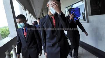 HADIR: Sebahagian daripada 19 penuntut Universiti Pertahanan Nasional Malaysia (UPNM) dihadapkan di Mahkamah Majistret dekat Kuala Lumpur, semalam atas pertuduhan dengan sengaja menyebabkan cedera terhadap rakan seuniversiti mereka, Zulfarhan, Mei lepas. — Gambar Bernama