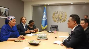 KUNJUNGAN HORMAT: Rahman mengadakan pertemuan dengan Amina di Ibu Pejabat PBB.
