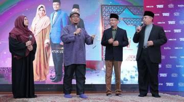 MURABBI: Mursyid dan Murabbi Dai Pendakwah Nusantara musim kelima Ustazah Asni (kiri), Datuk Ustaz Kazim Elias (tiga kiri) dan Ustaz Roslan (kanan).