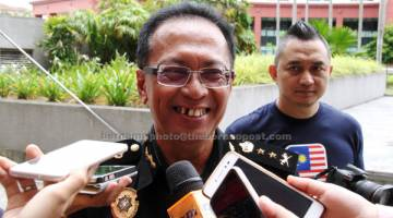 JAWAB: Sazali ketika ditemu bual media berkata lima lagi penjawat awam akan diberkas dalam tempoh terdekat berkaitan rasuah dan penyalahgunaan kuasa di Kota Kinabalu, semalam.  — Gambar Bernama