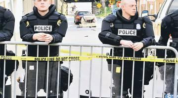 MELAMPAU: Anggota polis negeri berkawal di tempat kejadian di mana kereta dipandu Fields Jr (gambar sisipan) merempuh penunjuk perasaan antiperkauman dan dua kenderaan lain yang membantah rali 'Unite the Right' di Charlottesville, Virginia kelmarin. — Gambar Reuters