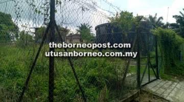 BERMASALAH: Tangki yang dibina di kawasan bukit Kampung Kenangan II tidak diketahui sama ada berfungsi atau tidak.