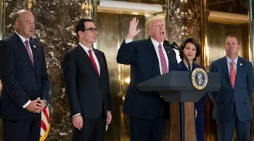 KERAS: Trump mengadakan sidang akhbar di lobi Menara Trump di Kota New York kelmarin. — Gambar AFP