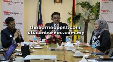 OPTIMIS: Karim dalam aum pengarang berita arap bendar Sarawak ulih nyapai juluk nerima 5 juta iku temuai ari menua luar ke nengeri tu ba taun 2017.