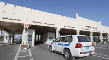 DIBUKA SEMULA: Gambar fail bertarikh 23 Jun menunjukkan pemandangan umum di bahagian Qatar di sempadan Salwa dengan Arab Saudi. — Gambar AFP