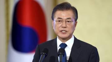 TEGAS: Moon ketika bercakap pada sidang akhbar sempena 100 hari pertamanya menjadi presiden di istana presiden di Seoul, Korea Selatan semalam. — Gambar Reuters