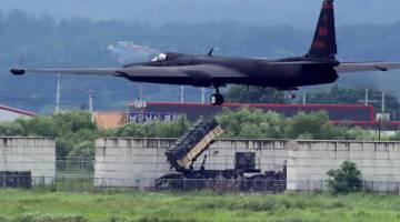 SATU PROVOKASI: Pesawat U-2 Dragon Lady Tentera Udara AS menyertai satu operasi latihan di Pangkalan Udara Osan di Pyeongtaek, Korea Selatan semalam. — Gambar Reuters