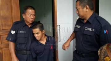 Tertuduh diiringi keluar dari kamar mahkamah oleh polis.
