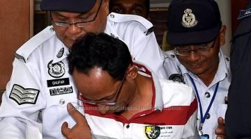 DIHADAP KE MAHKAMAH: Anuar, yang didakwa terlibat dalam kemalangan membabitkan empat atlet berbasikal Malaysia dan ketua jurulatih semalam, dihadapkan ke Mahkamah Majistret di Kuala Selangor, semalam atas tuduhan memandu secara berbahaya sehingga menyebabkan kemalangan jalan raya. — Gambar Bernama