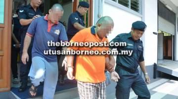 NAFI: Kedua-dua tertuduh dibawa keluar dari Mahkamah Sesyen selepas mengaku tidak bersalah terhadap kesemua pertuduhan yang dibacakan.