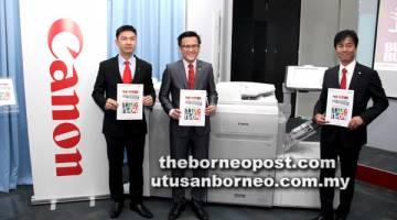 BAHARU: (Dari kiri) Mah, Koh dan Pengarah Kanan PPP dan Solusi Pengimejan Perniagaan (BIS) Canon Marketing (Malaysia) Yoshiie Masato menunjukkan model baharu imagePRESS C650 model.