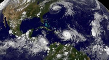 MENGGANAS: Maria mara dengan kekuatan maksimum kategori 5 ke Kepulauan Virgin dan Puerto Rico kelmarin setelah membadai Dominica manakala Hurikan Jose (atas) turut kelihatan di Lautan Atlantik dalam imej satelit GOES East NOAA yang dirakam pada jam 9.45 malam waktu tempatan kelmarin. — Gambar Reuters