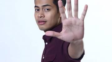 WATAK UTAMA: Syafie Naswip lakonkan watak Ayie dalam telemovie ini.