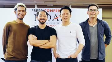 'LIVE' DI KL: Ahli kumpulan Noah (dari kiri) Lukman, Uki, Ariel dan David dalam sidang media di Kuala Lumpur baru-baru ini.