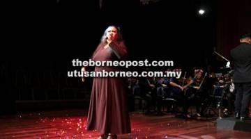 TERSENDIRI: Persembahan mantap dan bertenaga Winnie di 'Home Concert' UNIMAS baru-baru ini