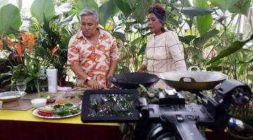 AIR TANGAN IBU: Episod menarik Air Tangan Ibu Bersama Chef Wan di TV2.