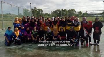 LASAK: Pasukan wanita turut beraksi memburu kejuaraan.