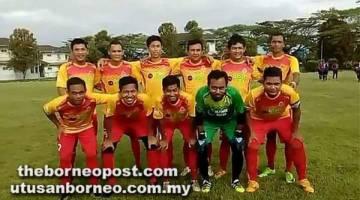 BAKAL JUARA: Skuad SMS FC memperkenal jersi baharu tajaan Ultimax Motor pada kempen Liga Perlawanan Persahabatan Kuching (KFML) Siri 2017/2018.
