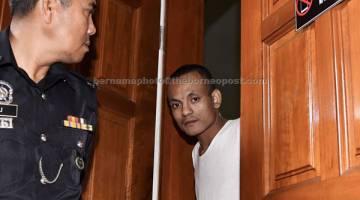 TERIMAH PADAH: Mohammad Awari dijatuhi hukuman gantung sampai mati dan penjara 18 tahun serta 12 sebatan oleh Mahkamah Tinggi Kota Bharu selepas didapati bersalah membunuh dan merogol seorang wanita pada 2015. — Gambar Bernama