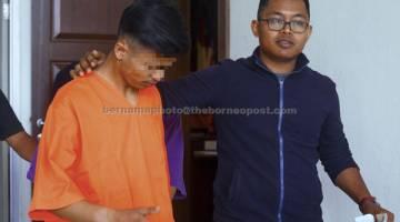 DIREMAN: Suspek utama kes samun dan bunuh Mahusin direman tujuh hari sehingga Selasa depan bagi membantu siasatan di Mahkamah Seremban Seremban semalam. — Gambar Bernama