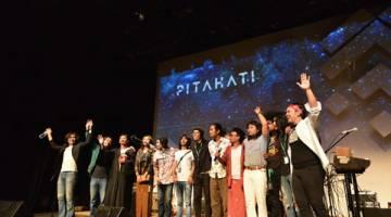 DAPAT SAMBUTAN: Kumpulan Pitahati pada akhir persembahan.