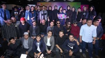 CALON TOP 5 AME2018: Barisan calon bergambar bersama semasa sidang media di Kuala Lumpur baru-baru ini. — Gambar Astro