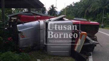 KEADAAN kereta tunda selepas terbabas di Kilometer 39 Jalan Ranau-Telupid pada Selasa.