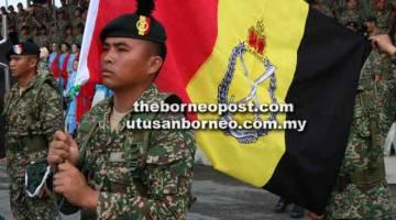 WAJAH BAHARU: Bendera baharu Rejimen Renjer Diraja dinaikkan.