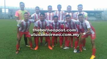 SEKADAR SERI: Skuad Belia Sarawak berpuas hati sekadar mencatat keputusan seri 1-1 ketika melayan kunjungan SSTMI B17 di Stadium Sarawak, petang Ahad lalu.
