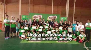 SELESAI: Kanak-kanak berusia enam hingga 12 tahun menamatkan Klinik Juara Futsal Milo berakhir kelmarin.