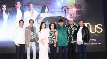 EKSKLUSIF RAYA: Barisan pelakon dan penerbitan The Hantus bersama Sharmin Parameswaran dari Astro. — Gambar Astro
