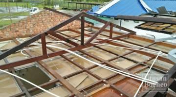 HAMPIR 60 peratus atap Balai Polis Telupid tercabut dan diterbangkan angin kencang dalam kejadian 17 Jun lepas.
