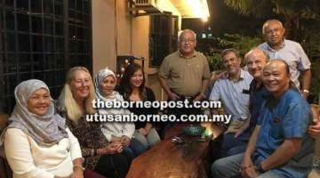 MUHIBAH: Rahman (berdiri tengah) bersama Rich (duduk dua kanan), isteri Rahman, Sa'adiah (kiri), isteri Rich, Elise (dua kiri) dan tetamu lain semasa kunjungan Hari Raya Aidilfitri, baru-baru ini.