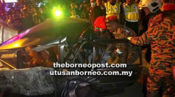 SEORANG kerani maut di lokasi kejadian selepas terbabit dalam kemalangan di Jalan Pantai, Simpang Lorong Huat Dat, dekat Batu 2 Jalan Apas Tawau.