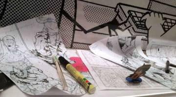 PEMANGKIN KEJAYAAN: Replika meja kerja kartunis Gempak Starz yang bertempat di galeri Kadokawa Gempak Starz dekat Kuala Lumpur, semalam. — Gambar Bernama