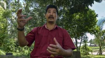 TEMU RAMAH: Senator Orang Asli Isa Ab Hamid ketika ditemu ramah berkenaan pembangunan Orang Asli etnik Melayu Proto. — Gambar Bernama