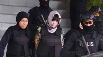 SUSPEK: Suspek wanita warga Vietnam Doan Thi Huong, 29, dibawa keluar dari Mahkamah Tinggi Shah Alam semalam selepas diperintahkan Hakim Datuk Azmi Ariffin membela diri terhadap pertuduhan membunuh abang pemimpin Korea Utara, Kim Chol atau Kim Jong-nam pada tahun lepas. — Gambar Bernama